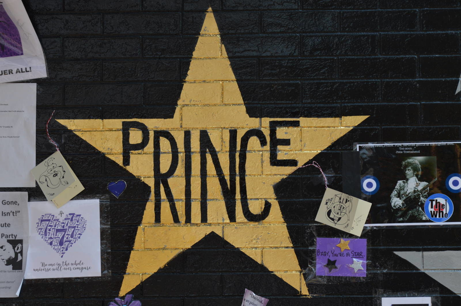 Photo Diary: First Ave Memorial – Prince